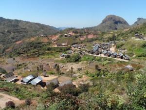 Village Zafimaniry vu de loin