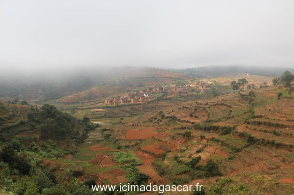 La brume sur la route de Fianarantsoa au petit matin ...