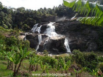 La cascade de Ranomafana, prise de loin