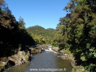 Le paysage de Ranomafana alterne forêts profondes et rivières