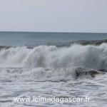 Les vagues sont fortes à Manambato, coté océan indien.