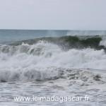 Vagues très fortes sur la plage de manambato, coté océan indien.