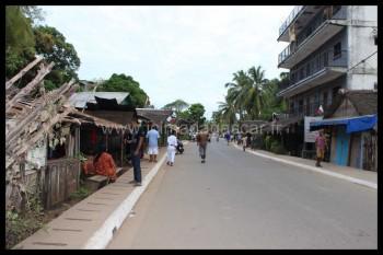 Ambatoloaka, ce n'est pas seulement la rue bordant la plage ...