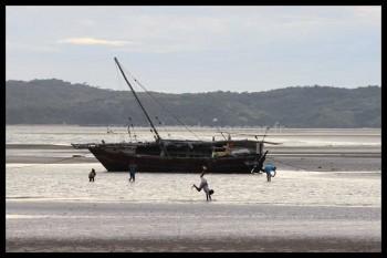 Bateau de pêcheurs à Dzamandzar