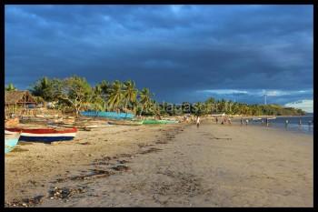 La plage de Dzamandzar, éclairé par les dernières lumières du crépuscule