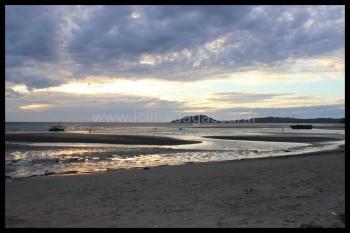 Reflet du crépuscule sur la plage de Dzamandzar