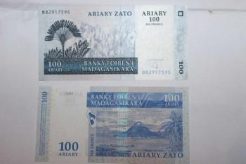 Un billet de 100 Ariary, monnaie malgache