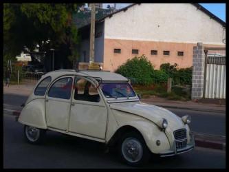 Un taxi 2CV deudeuche a Antananarivo