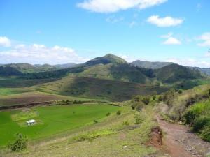 Un paysage de collines à Ampefy