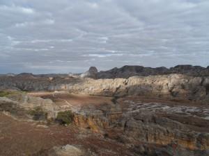 Différentiel de couleurs sur les roches de l'Isalo