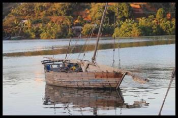 Bateau de pêcheurs à quai, port de Hellville