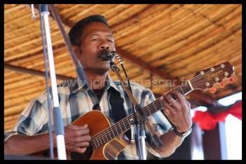 Fafah à la guitare